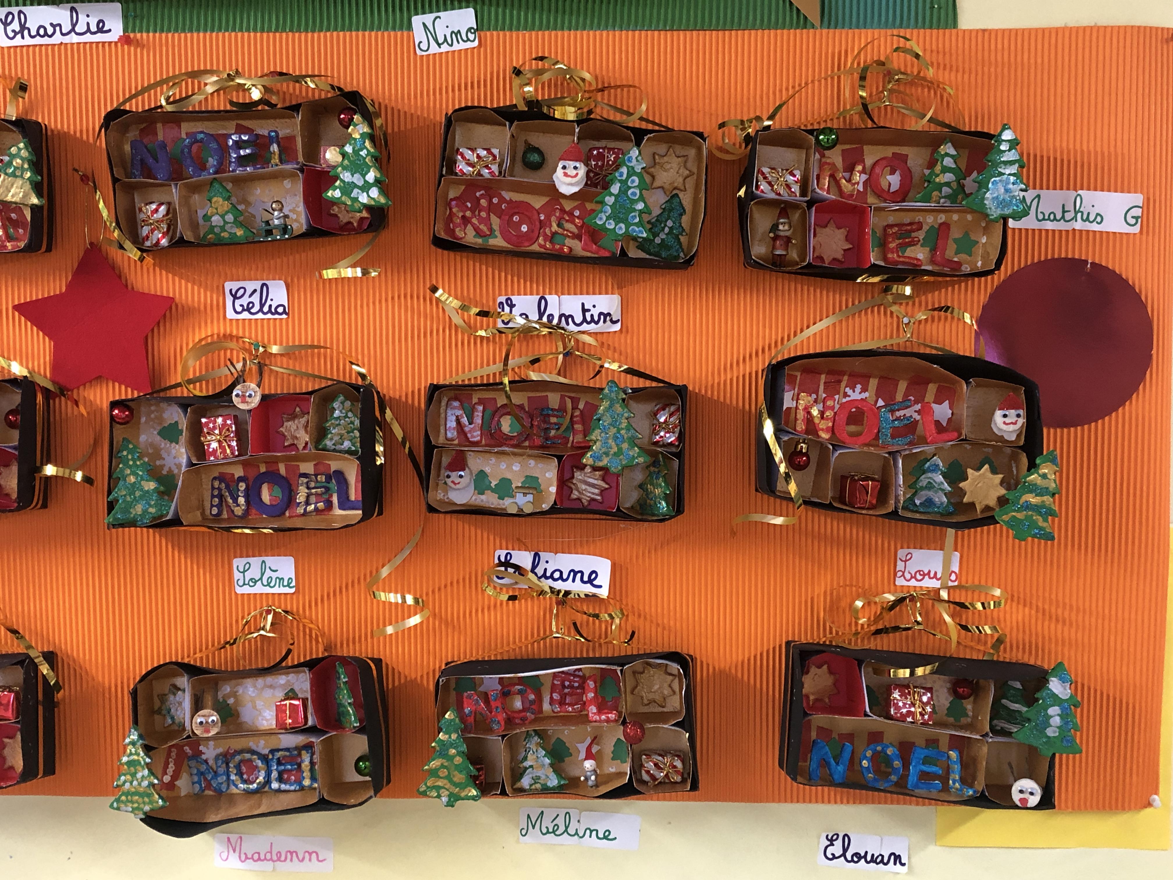 Exposition » Les boîtes à curiosités de Noël » en GS